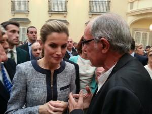 La Reina Letizia conversa con Tío Alberto